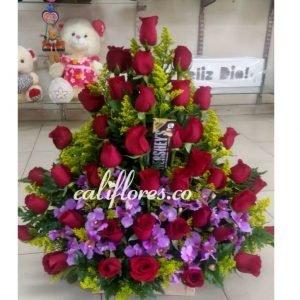 Flores Cumpleaños Hermana | Se compone de Arreglo Rosas Rojas, Orquídeas Hawaianas y Chocolate Para mas Información: Celular:(+57) 316 705 28 09