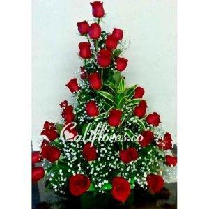 Regalos Cali | Se compone de Arreglo rosas rojas y perlas Para mas información: Celular:(+57) 316 705 28 09