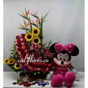 Arreglo con Girasoles | Se compone de Arreglo rosas rojas y rosadas ,lirios , girasoles ,aves ,peluche y chocolates Para mas información: Celular:(+57) 316 705 28 09