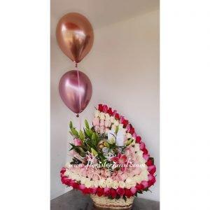Canasta de Rosas | Tenemos un experto en flores dispuesto a resolver todas tus dudas y ayudarte a escoger las flores ideales para lo que las necesitas.
