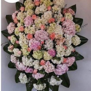 Arreglos Funebres Florales - Se compone Corona fúnebre con hortensias ,rosas salmón, montecasino y karey Para mas información: Celular:(+57) 316 705 28 09