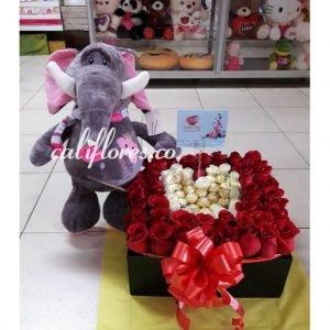 Se compone de Cubo de rosas rojas ,rosas blancas y peluche Para mas información: Celular:(+57) 316 705 28 09