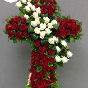 Flores Funebres Jamundi - Se compone Fúnebre tapizado cruz rosas rojas ,rosas blancas y ruscos Para mas información: Celular: (+57) 316 705 28 09