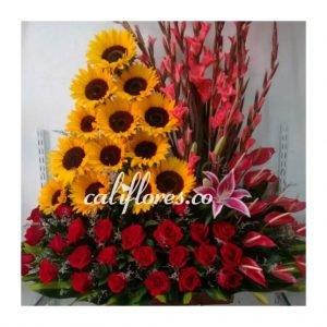 Floristeria Jamundi - Tenemos un experto en flores dispuesto a resolver todas tus dudas y ayudarte a escoger las flores ideales para lo que las necesitas.